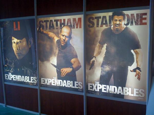 Carteles dedicados a Li, Statham y Stallone