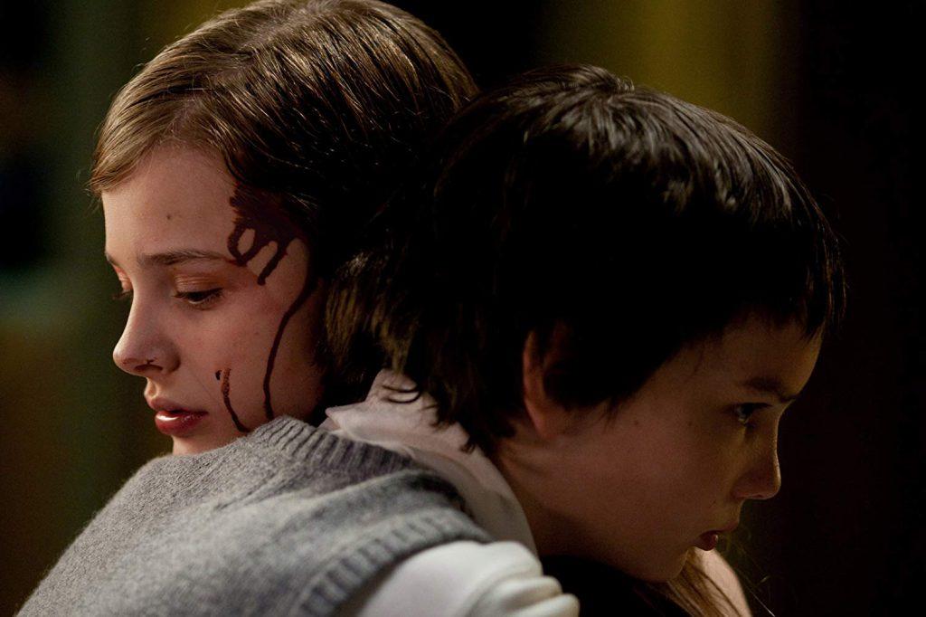 Chloë Grace Moretz and Kodi Smit-McPhee in Let Me In (2010)