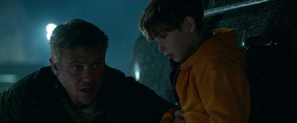 Boyd Holbrook y Jacob Tremblay en The Predator (2018)