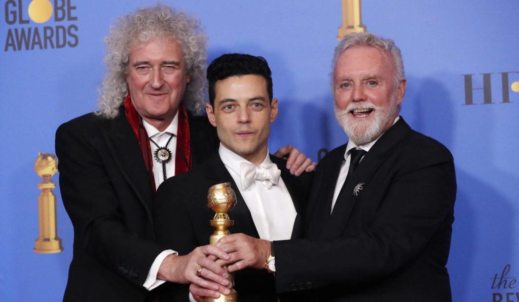 Rami Malek acompañado de Brian May y Roger Taylor.