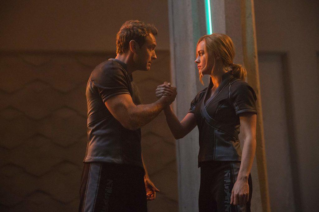 Jude Law y Brie Larson