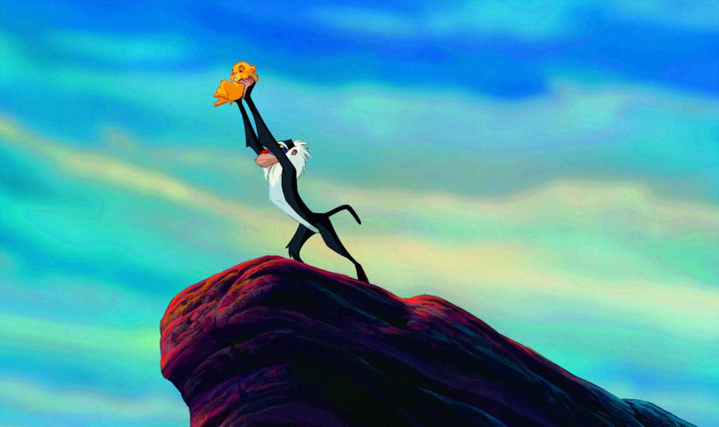 Rafiki alza a Simba en 'El rey león' (1994)