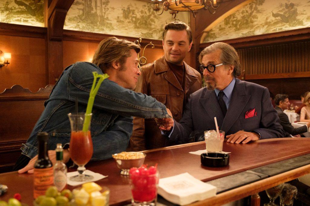 Brad Pitt, Leonardo DiCaprio, y Al Pacino en Érase una vez en... Hollywood (2019)