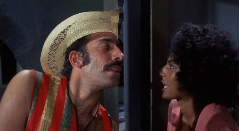Sid Haig junto a Pam Grier