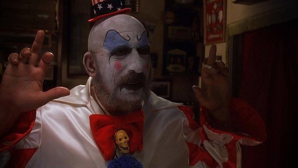 Sid Haig como el Capitán Spoulding