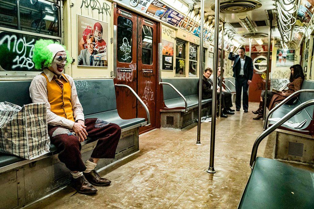 Fleck con un ataque de risa en el metro